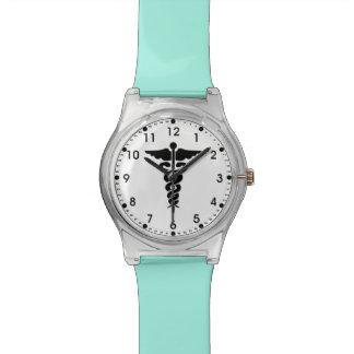 Enfermeras y doctores médicos del símbolo reloj de mano