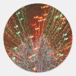Enfoque de las luces de navidad del árbol de Live Pegatina Redonda