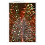 Enfoque de las luces de navidad del árbol de Live  Felicitaciones