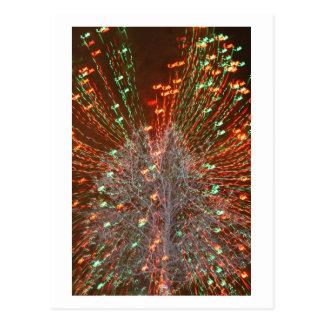 Enfoque de las luces de navidad del árbol de Live Postales