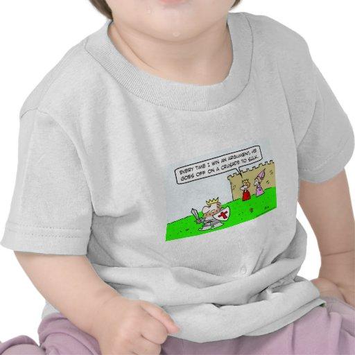 enfurruñamiento de la cruzada de la discusión de camisetas