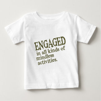Enganchado a todos los tipos de actividades playera de bebé