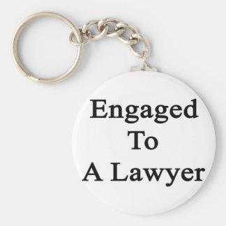 Enganchado a un abogado llavero redondo tipo pin
