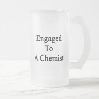 Enganchado a un químico taza de cristal