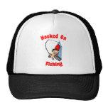 Enganchado en el gorra de la pesca