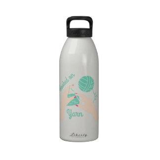 Enganchado en el hilado botella de agua reutilizable