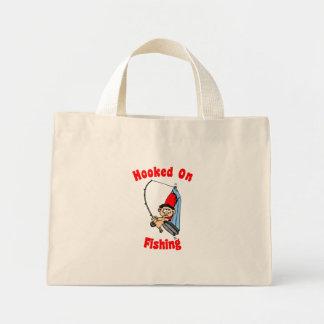 Enganchado en la bolsa de asas de la pesca