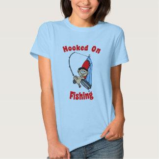 Enganchado en la camiseta de las mujeres de la remera