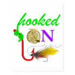 enganchado en la pesca con mosca tarjetas postales
