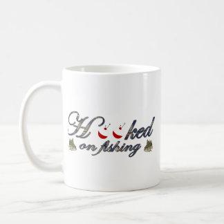 enganchado en la pesca tazas de café