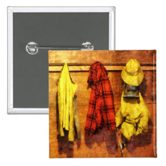 Engranaje de la lluvia y chaqueta roja de la tela pins