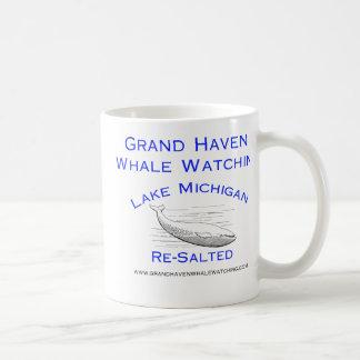 Engranaje de observación de la ballena magnífica taza de café