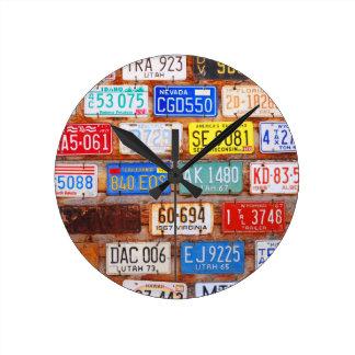 Engranaje de Roadtrip - placas de los E.E.U.U. Reloj Redondo Mediano