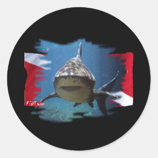 Engranaje del tiburón por la guarida de los bucead pegatina redonda