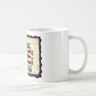 Engranaje enojado de la multitud taza de café