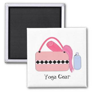 Engranaje rosado de la yoga imanes de nevera