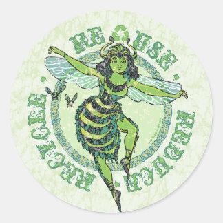 Engranaje verde del Día de la Tierra de la abeja d Pegatina Redonda