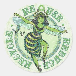 Engranaje verde del Día de la Tierra de la abeja Pegatina Redonda