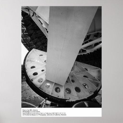 Engranajes de una antena de los 85ft de Ansel Póster
