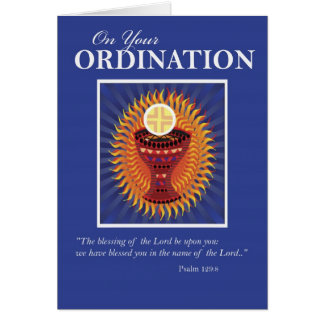 Enhorabuena anfitrión y taza de la ordenación felicitación