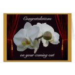 Enhorabuena blanca de las orquídeas en salir tarjeton