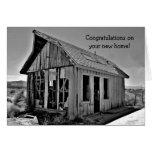 Enhorabuena casera divertida de la cabaña nueva