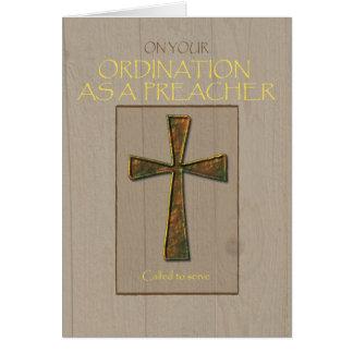 Enhorabuena de la ordenación del predicador, cruz tarjeta de felicitación