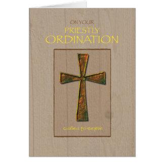 Enhorabuena de la ordenación del sacerdote, cruz tarjeta de felicitación