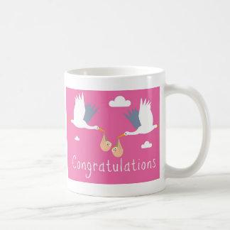 Enhorabuena de la taza del nacimiento (gemelos)
