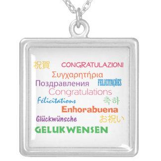Enhorabuena en collar de muchas idiomas