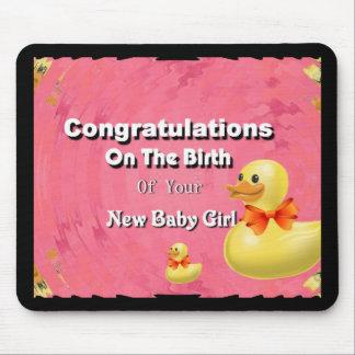 Enhorabuena en el nacimiento de su nueva niña tapete de raton