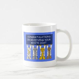 Enhorabuena en la recepción de su capa blanca taza clásica