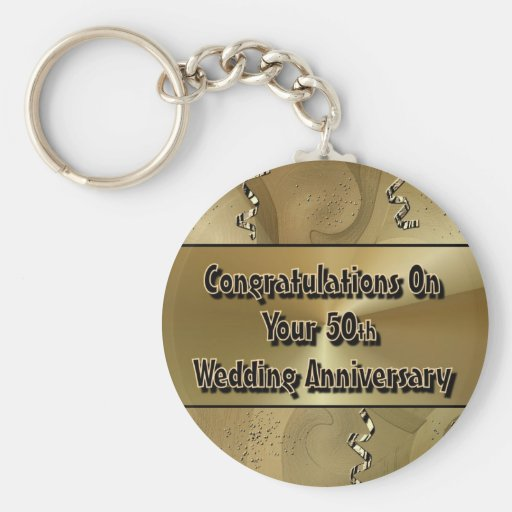 Enhorabuena en su 50.o aniversario de boda llavero redondo tipo pin