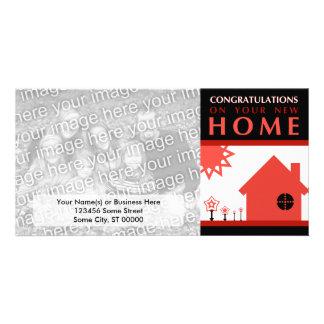 enhorabuena en su nuevo hogar (formas rojas) tarjetas fotográficas personalizadas