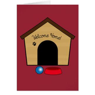 Enhorabuena en su nuevo perrito con la casa de tarjeta de felicitación