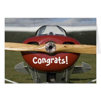 Enhorabuena en su primer piloto del vuelo a solas felicitacion