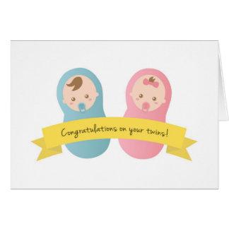¡Enhorabuena en sus gemelos! Bebé y chica Tarjeta De Felicitación