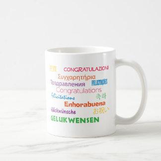 Enhorabuena en taza de muchas idiomas