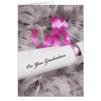 Enhorabuena femenina de la graduación con la cinta tarjeta de felicitación