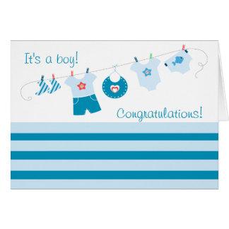 Enhorabuena su ropa de un azul del muchacho tarjeta de felicitación