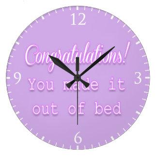 ¡Enhorabuena! Usted lo hizo fuera de cama Reloj Redondo Grande