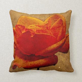 Enigma del rosa amarillo - naranja cojín decorativo