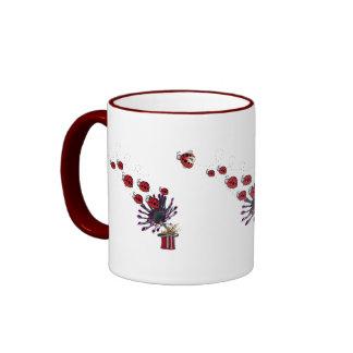 Enjambre de la mariquita taza de café