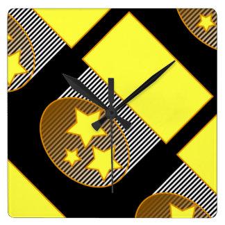 Ennegrezca del fondo negro amarillo de 3 el reloj