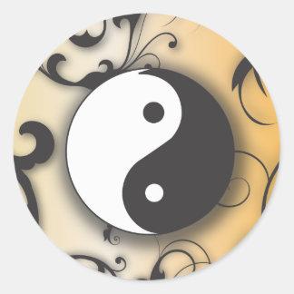 Ennegrézcase con Yin de bronce y Yang con las Etiqueta Redonda