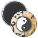 Ennegrézcase con Yin de bronce y Yang con las volu Imanes