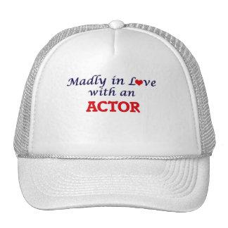 Enojado en amor con un actor gorro de camionero