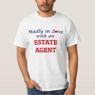 Enojado en amor con un agente de la propiedad playera