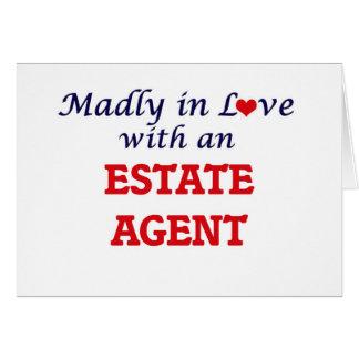 Enojado en amor con un agente de la propiedad tarjeta de felicitación