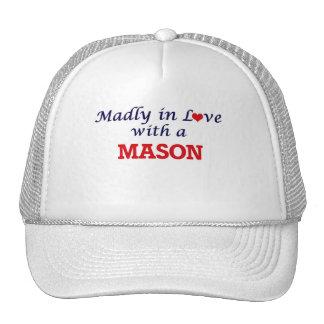 Enojado en amor con un albañil gorras de camionero